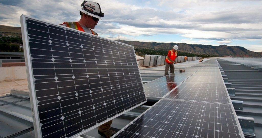Alto costo inicial en paneles solares